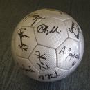 GADŻETY - piłka nr 1 z autografami Zawiszy Bydgoszcz dla firmy Stomil - Bydgoszcz