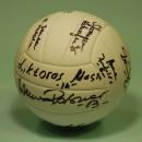 GADŻETY - piłka siatkowa z autografami żeńskiej reprezentacji Polski dla firmy Autosar - Toruń